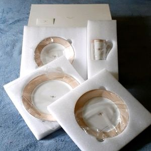 """NEW IN BOX Mary Kay  """"Bumble Bee"""" Dinner Set"""
